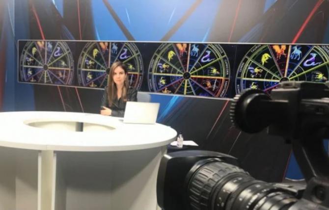Daniela Simulescu, astrolog, în platoul DC News TV