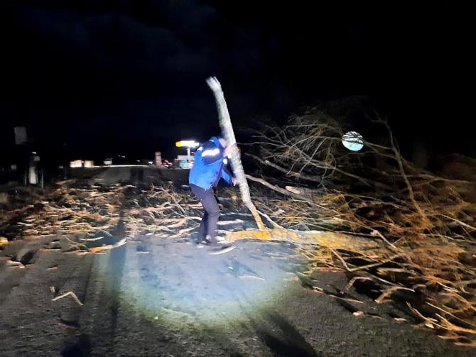 DN2D, blocat din cauza furtunii. Sursa: Jandarmeria Vrancea