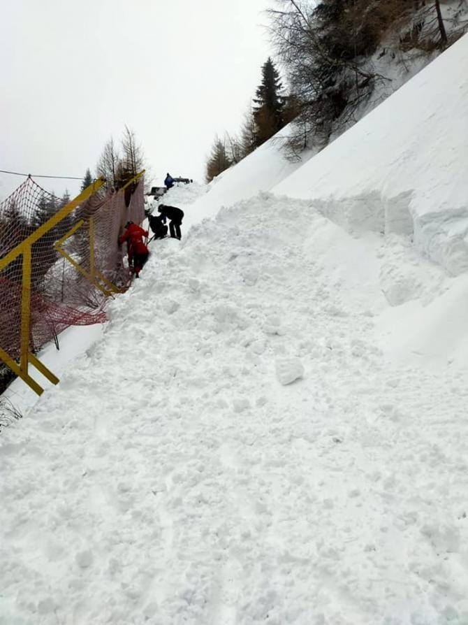 Un drum din Prahova a fost închis după producerea unei avalanșe. Foto: Facebook / Gondola Sinaia.
