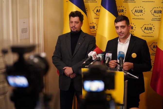 George Simion (AUR) i-a dăruit o hartă a României Mari consilierului lui Jarosław Kaczyński. FOTO: AUR