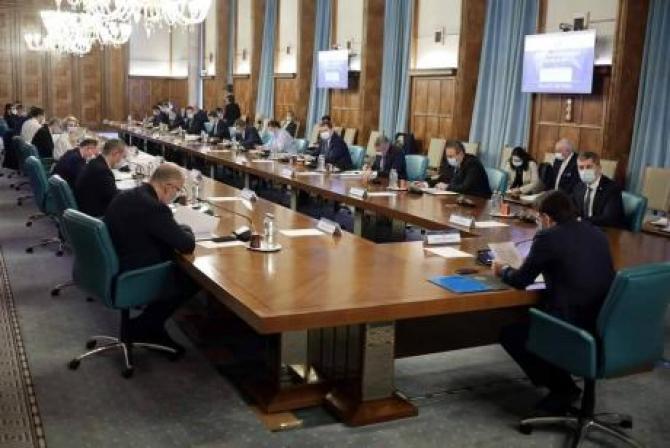 Membrii Guvernului, şedinţă pentru buget. Sursa: Guvern