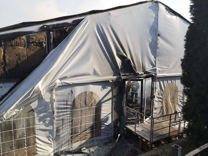 Incendiu violent la un cort de evenimente. Foto: ISU Iași