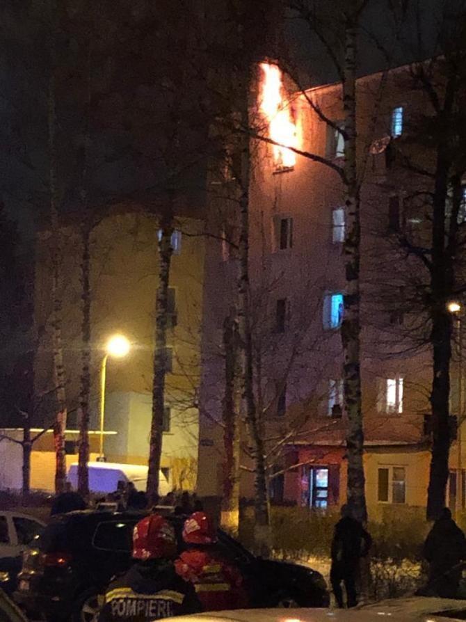 Incendiu violent într-o cameră de cămin din Brașov. Foto: ISU Brașov