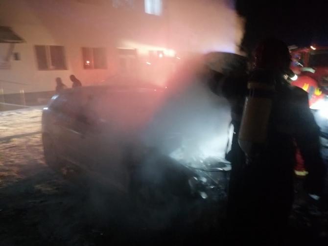 Incendiu în curtea spitalului din Cîmpeni. Foto: ISU Alba.