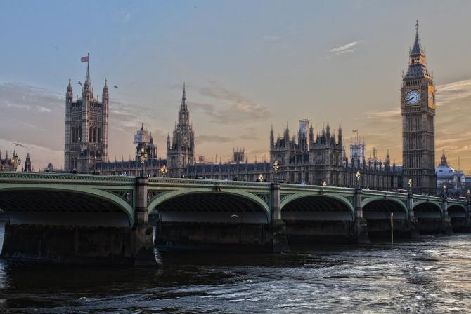 Incendiu la Palatul Westminster din Londra / Imagine de derwiki de la Pixabay