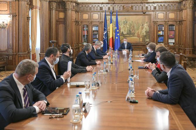 Klaus Iohannis, alături de miniștrii USR PLUS. sursă: presidency.ro