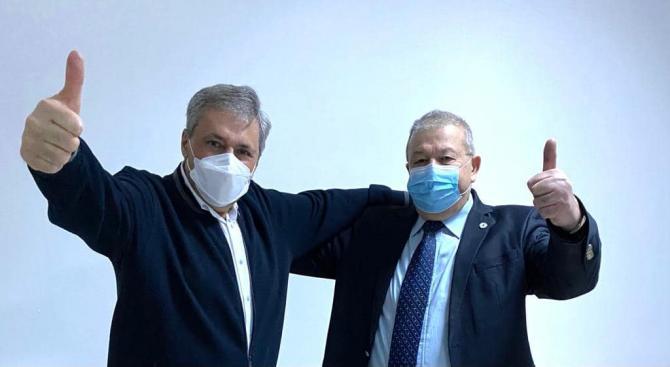 Ion Chisăliță, noul primar al localității Moldova Nouă. Marcel Vela se declară fericit / Foto Facebook Marcel Vela