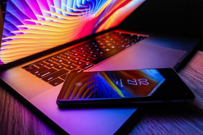 Apple cere actualizarea iPhone-urilor. Foto: Azamat Esenaliev