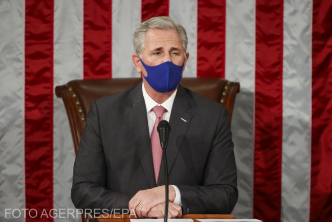 Liderul republicanilor din Camera Reprezentanţilor, Kevin McCarthy, îi ia apărarea lui Donald Trump.