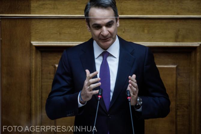 Premierul grec Kyriakos Mitsotakis și-a făcut a doua doză de vaccin Covid-19 cu pieptul la vedere