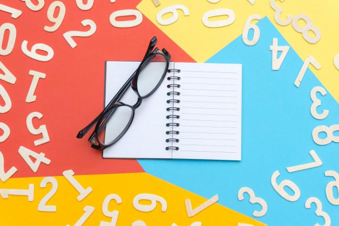 Un liberal gălățean solicită demisia inspectoarei școlare care a promovat numerologia / Foto Pexels