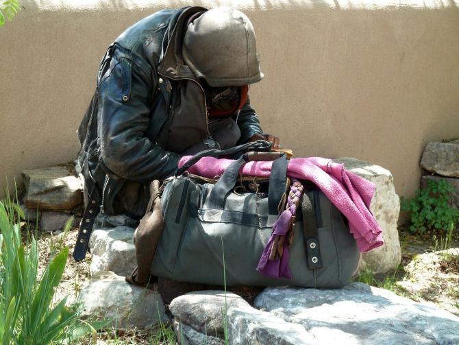 Un bărbat fără adăpost, în vârstă de 70 de ani, a fost dus la UPU Iași cu hipotermie severă / Imagine de ArtTower de la Pixabay
