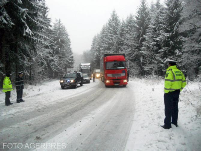 Vremea nefavorabilă a creat probleme în trafic în Pasul Gutâi. Foto cu caracter ilustrativ.
