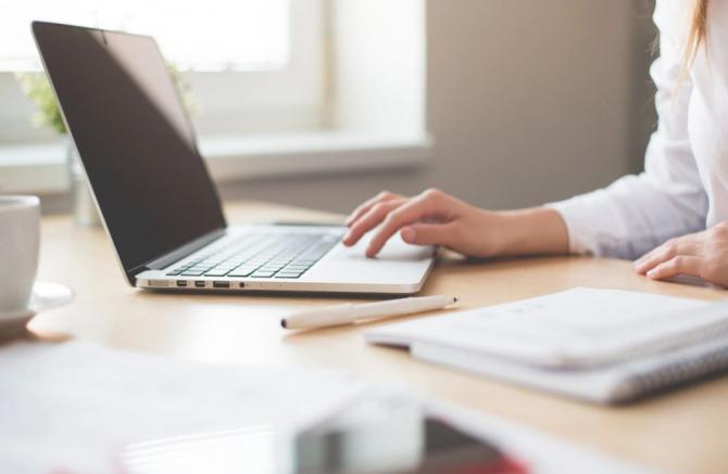 PE cere o lege care să garanteze lucrătorilor dreptul de a se deconecta digital de la lucru / Foto Pexels