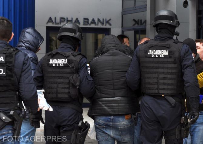 Polițiștii fac percheziții în Sectorul 1. Foto cu caracter ilustrativ.