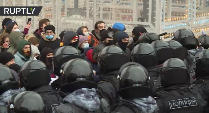 Mii de manifestanţi pro-Navalnîi s-au adunat la Moscova. Poliția a intervenit în forță cu lovituri de baston - VIDEO
