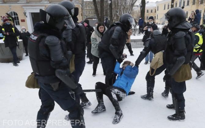 Proteste în Rusia. Un bărbat şi-a dat foc în centrul Moscovei. Arestările au ajuns la 4.500