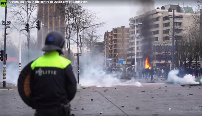 Scene de război în Olanda. Ciocniri violente între protestatarii anti-restricții și polițiști - VIDEO