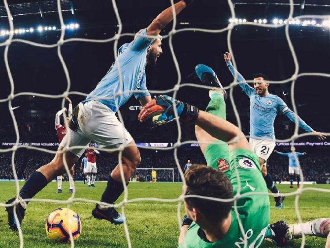 Rivalele din Manchester, bătaie pentru primul loc în Premier League. City este lider provizoriu după o victorie zdrobitoare în deplasare contra WBA - Video