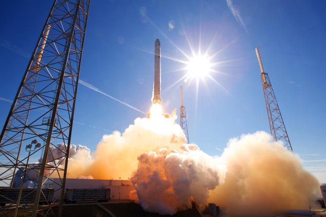 SpaceX a trimis 143 de sateliți în spațiu cu o singură rachetă / Imagine de SpaceX-Imagery de la Pixabay