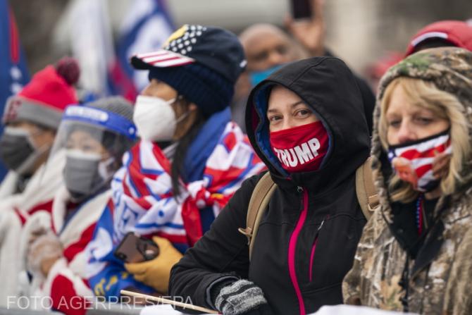Donald Trump le-a cerut susţinătorilor săi să renunţe la actele de violenţă şi vandalism