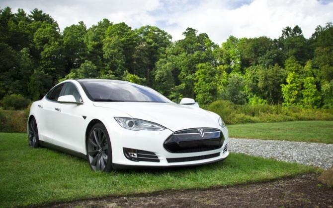 Tesla va avea un sistem de gaming comparabil cu noile console Xbox și PlayStation