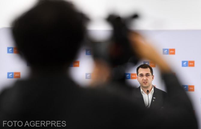 Vlad Voiculescu una zice, alta semnează. Controversă cu relaxarea măsurilor în București