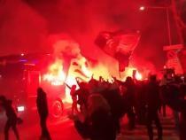 Nebunie pe străzile din Bergamo. Mii de tifosi au făcut spectacol înaintea de Atalanta - Real Madrid din Champions League - Captură AS TV