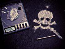 Cercetați pentru trafic de droguri de mare risc / Imagine de A_Different_Perspective de la Pixabay