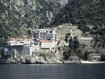 Deputaţii au votat pentru acordarea unui sprijin financiar schitului românesc 'Prodromu' de la muntele Athos