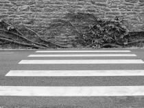 Fată de 13 ani, acroșată de o mașină pe trecerea de pietoni / Imagine de Richard Revel de la Pixabay