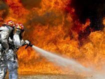 Incendiu la o casă din Crângurile (Dâmbovița). Un vârstnic a murit. Pompierii, apel către populație