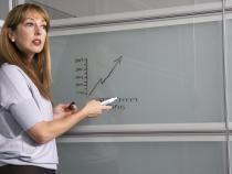 O profesoară s-a urcat pe bancă pentru a recita elevilor o poezie  / Foto cu caracter ilustrativ: Pixabay