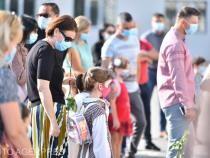 Redeschidere ȘCOLI. Părinții PROTESTEAZĂ față de regulile la care vor fi supuși copiii în unitățile de învățământ