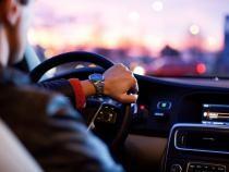 Șofer, filmat în timp ce încălca mai multe reguli de circulație / Sursă foto: Pixbay