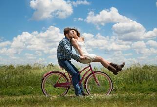 Hormonii umani se schimbă odată cu anotimpurile. Studiu pe 3,5 milioane de oameni  /  Sursă foto: Pixbya