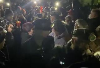 captură video/ minerii ieșiți din subteran după acordul cu Raluca Turcan