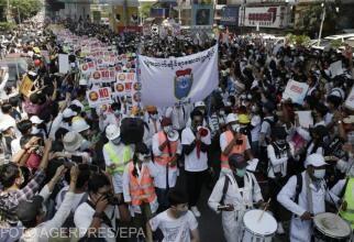 Imagini cu puternic impact emoțional. Poliția din Myanmar a tras în protestatari