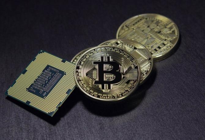 Bitcoin spulberă totul în cale. Foto: Benjamin Nelan via Pixabay