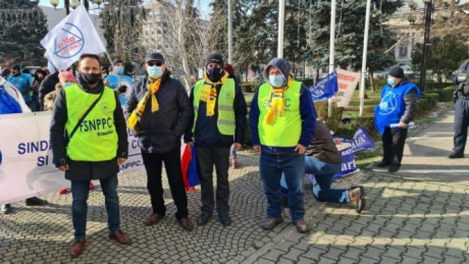 Sindicaliştii Cartel Alfa, protest la Ministerul Muncii. Sursa: Facebook
