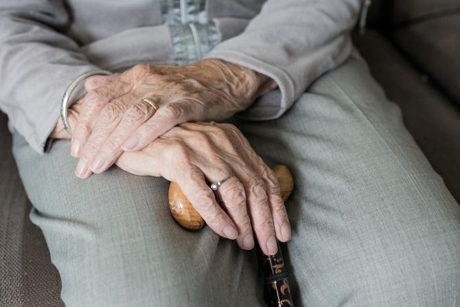 Vârstnic tâlhărit de doi minori / Imagine de Sabine van Erp de la Pixabay