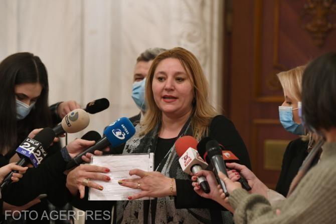 Avocata Diana Șoșoacă a fost părăsită de toată lumea