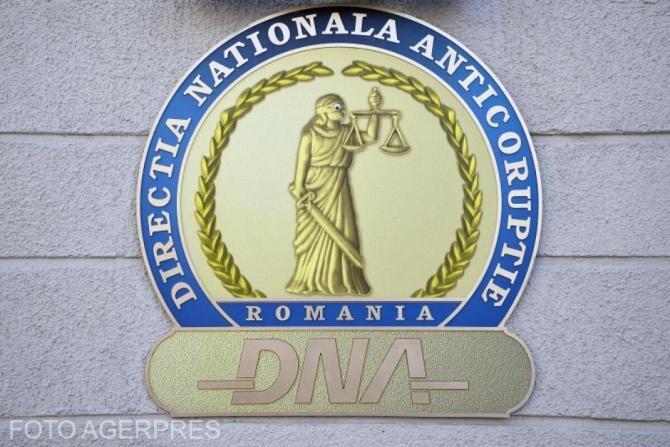 DNA: Un om de afaceri şi două angajate, reţinuţi pentru fraudă cu fonduri europene de aproximativ un milion de euro