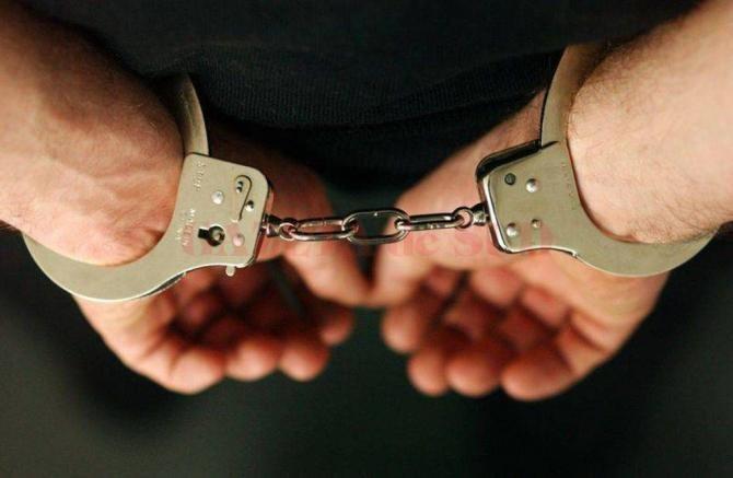 Doi români, arestați după ce au jefuit casa lui James Blunt și alte proprietăţi de lux din Ibiza