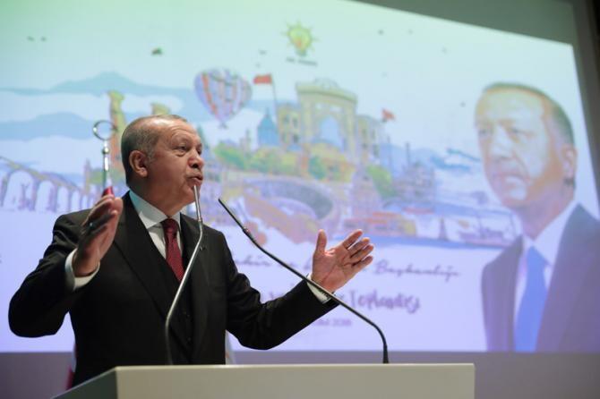 Analiști: Erdogan intenţionează să grăbească organizarea următoarele alegeri prezidenţiale şi legislative, programate pentru 2023