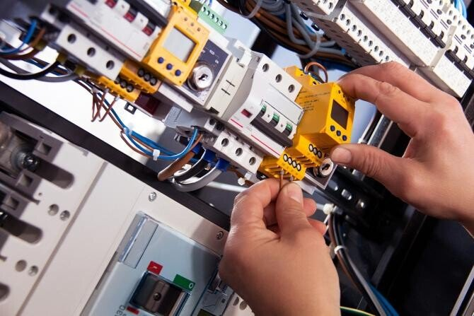 Furt de curent electric la o clădire din Suceava / Imagine de Harry Strauss de la Pixabay