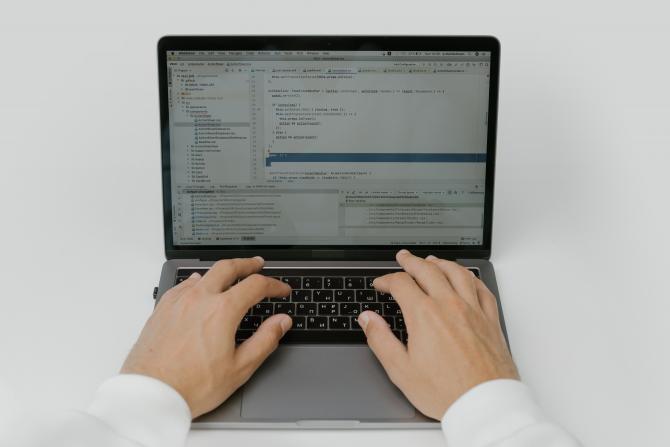 Hackeri. Foto: cottonbro - Pexels