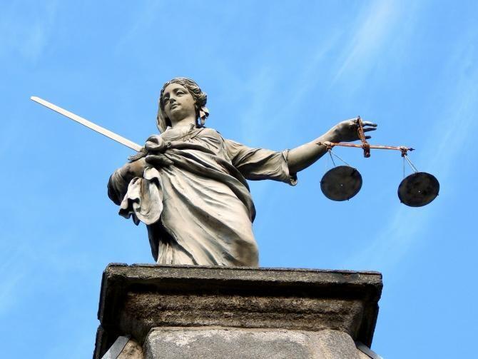 Sculptorul Ioan Bolborea a fost pus sub acuzare pentru înșelăciune în formă continuată cu consecințe deosebit de grave / Imagine de Alberto Sanchez de la Pixabay