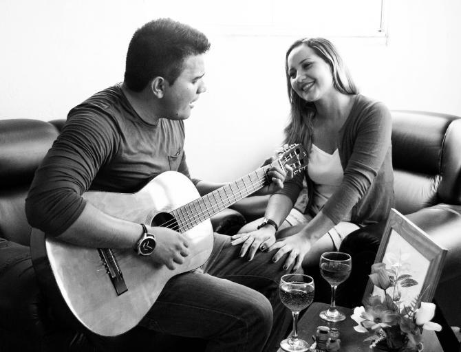Un nou studiu arată ce se întâmplă atunci când cuplurile ascultă muzică romantică. Foto: Pixabay.com