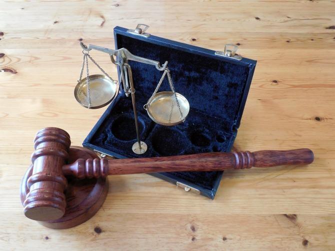 O serie de judecători au fost eliberați din funcții. Iohannis a semnat decretele. Foto: Pixabay.com.